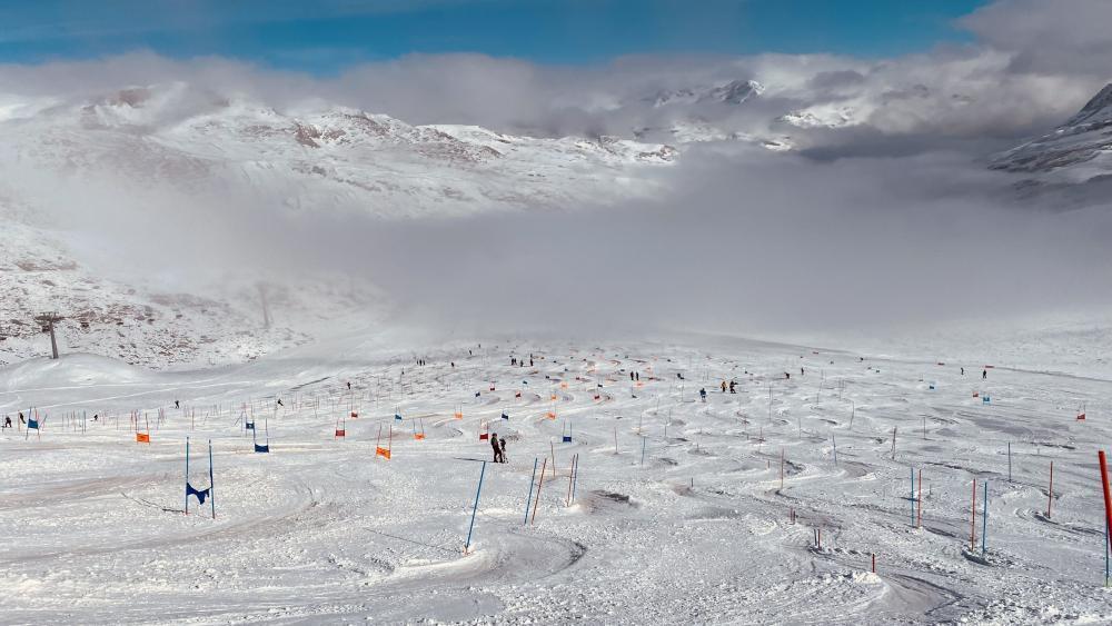 Atemberaubende Bilder: Am Schnalstaler Gletscher geben sich die Ski-Asse ein Stelldichein. © Silvia Fontanive