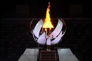 Das Olympische Feuer ist eröffnet. © APA/afp / DYLAN MARTINEZ
