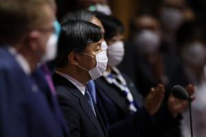 Japans Kaiser Naruhito eröffnete die Spiele. © APA/afp / LEON NEAL